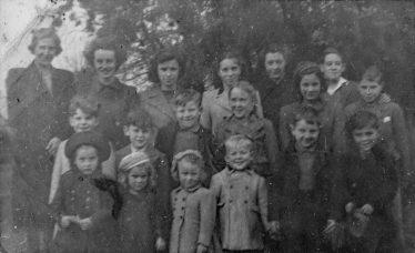 Methodist Chapel Sunday School 1950-51, from left to right; <br>Back: Ethel Mead, Dawn Farnham, Mavis Plumb ,Doreen Waldock, Hilda Calbert , John Day. <br>Middle: Trevor Jude, Ray Catley, Bryn Jones, Ann Day, Janice Thurley, Mervyn Thurley. <br>Front: Lorraine Bradley, Cordelia Yates, Janice Catley, ? , ? , ? | Cordelia Joyce (née Yates)