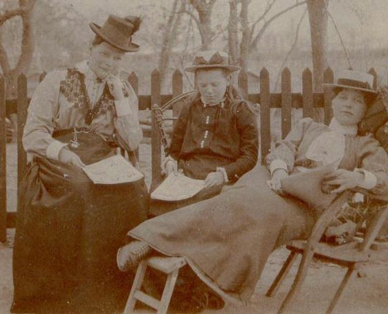 Emma Matilda, May and Louise Nodder at Cornwall House in 1900 | Photograph supplied by Barbara Warner