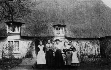 Orchard Cottage c.1910 - possibly Elizabeth Felstead holding the baby | Photo supplied by Joan Gane
