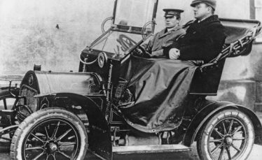 Dr William Mortlock Palmer with his chauffeur, Mr Page, 1910 - 1914 | hildersham.ccan.co.uk