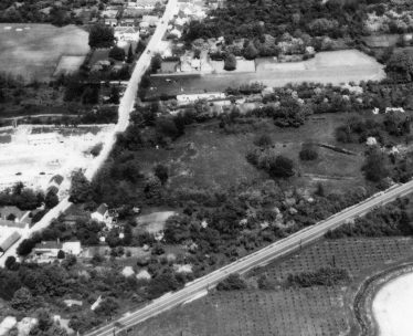 Aerial photograph taken on 23rd May 1962. The shape of Flambards moat is clearly visible. Detail from AEK4. | Original image held by Cambridge University Collection of Aerial Photography