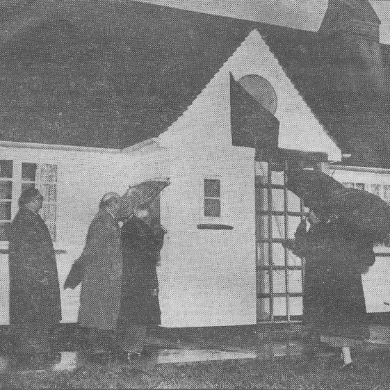 Mrs Bowen unveiling the commemorative plaque at the almshouses, 11th December 1956 | Cambridge Daily News, 14th December 1956