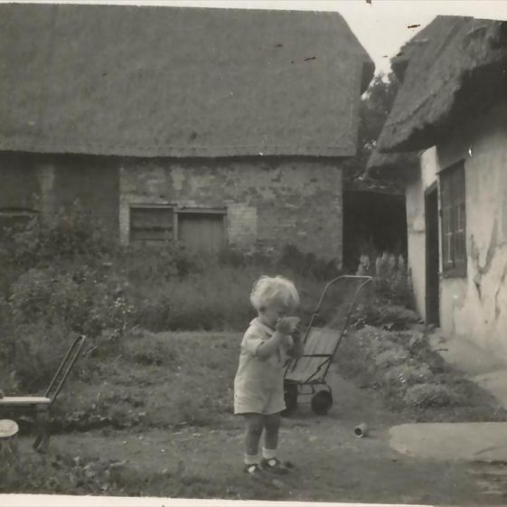 Bramble Cottage in the background, and Orchard Cottage on the right, once known as Barnes Yard. c. 1945 | Photograph supplied by Roger Winter