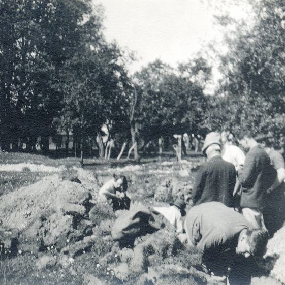 Archaeological dig at Flambards, 1933-34 | Cambridge Antiquarian Society