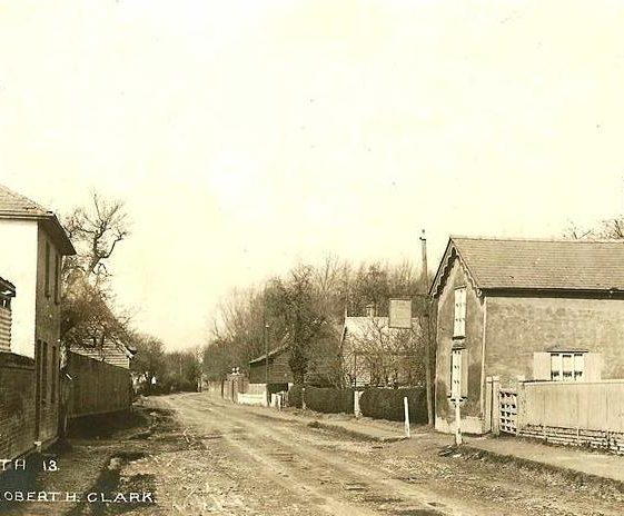 High Street, Meldreth showing British Queen P.H. on r/h side. c.1905 | Photo supplied by Brian Clarke
