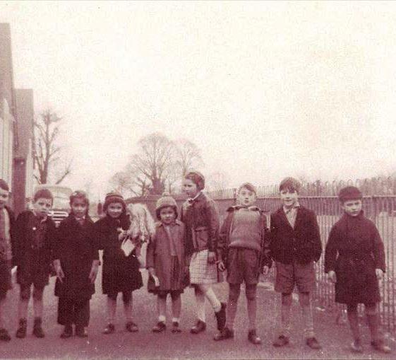 Children outside Meldreth Primary School, High Stret, Meldreth c. 1956 | Photo supplied by Hilary Jefferys