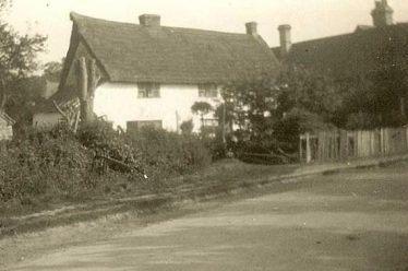 Chiswick Farm Cottages in the 1940s.  Home to Joyce Howard and the other Land Army girls | Ann Handscombe