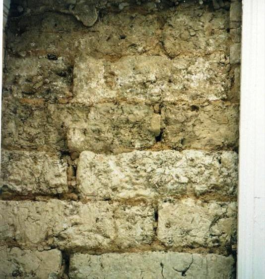 Deterioration to clay batt wall at Meldreth House, High Street, Meldreth prior to repairs.  2003 | Photo supplied by Beatrice Fisher