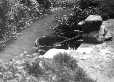 Fountain and Stream in Chiswick End in 1931 | Cambridge Antiquarian Society Lantern Slide