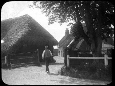 Entrance to Sheene Farm in 1928 | Cambridge Antiquarian Society Lantern Slide