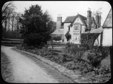 Lantern slide of the drive to Sheen Manor of unknown date | Cambridge Antiquarian Society