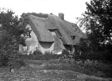 Sheene Farm Cottage, now Orchard Cottage, in 1931 | Cambridge Antiquarian Society Lantern Slide