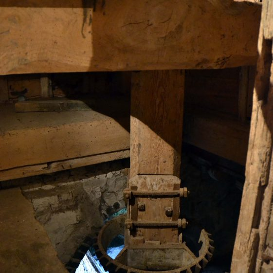 Ground floor: vertical shaft showing pit wheel and wallower, December 2013 | Photograph by Kathryn Betts