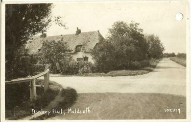 c. 1925 - Cottages (4) known as Donkey Hall, situated near crossroads at Kneesworth & Whaddon Road, Meldreth prior to demolition. | Bell's postcard supplied by Ann Handscombe