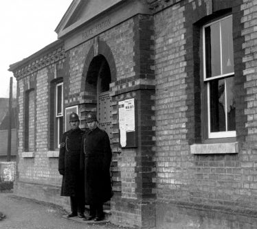 Sergeant Barrett and Police Constable Conell outside the Melbourn Police Station and Magistrates' Court (date unknown) | melbourncambridge.co.uk