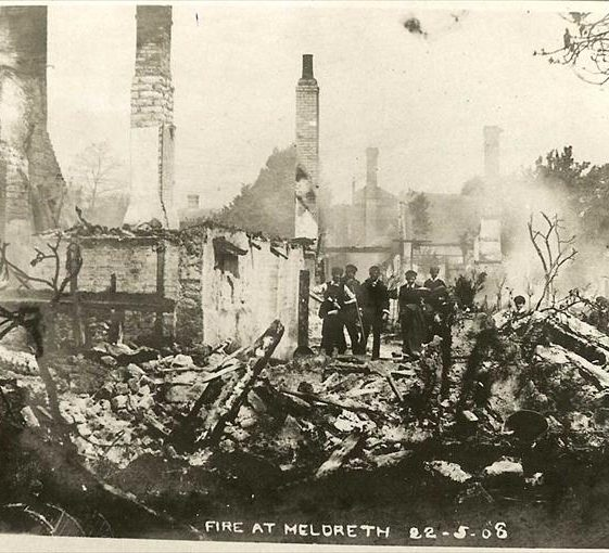 7 cottages destroyed by fire in High Street, Meldreth 22/05/1908 | Photo supplied by Ann Handscombe