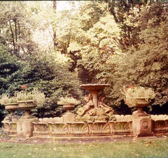 Royal Doulton fountain at The Court, High Street, Meldreth, later dismantled and removed.  c. 1975 | Photo supplied by Ann Handscombe