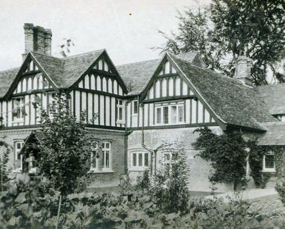 The Gables, High Street, Meldreth then owned by Mr and Mrs Dyne Elin. 1925 | Photo supplied by Teddy Handscombe
