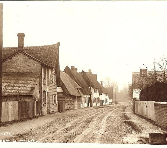 High Street, Meldreth showing The Bell PH on r/h side c. 1905 | Photo supplied by Brian Clarke