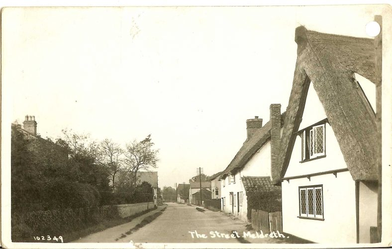 102349 The Street, Meldreth<br> Keys Cottage is in the foreground | Bell's postcard supplied by Ann Handscombe