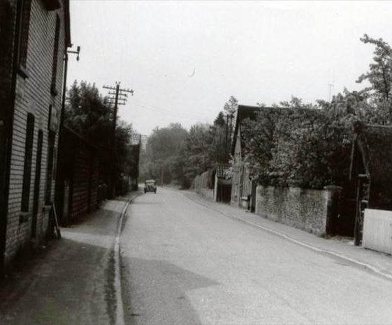 High Street, Meldreth looking south.  The village stores is on the left and the old Post Office is on the right. 20/5/1960 | Photo supplied by Ann Handscombe
