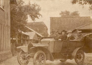 What must have been one of the first cars in Meldreth pictured here in Chiswick Farmyard in 1912 | Joyce Howard