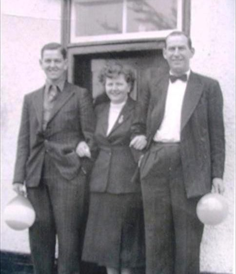 Peter,Rebecca and Lol Cooper outside Railway Tavern P.H., High Street, Meldreth on Coronation Day, 2 June 1953. | Photo supplied by Peter Cooper