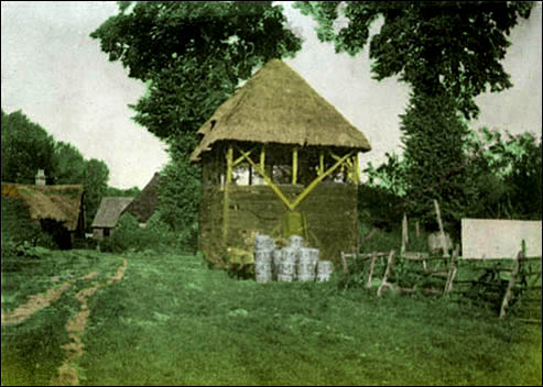 1910 - Elmcroft - a view across the farmyard | Photograph supplied by Ann Handscombe