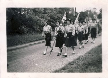 Meldreth Guides 1957-1958. <br> Front row l/r Christine Cross, Cordelia Yates and Lorraine Bradley