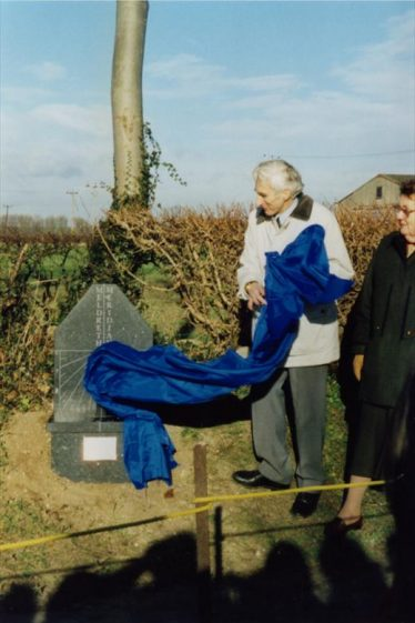 Sir Martin Rees, Astronomer Royal unveiling Meridian Marker.   Photo supplied by Tim Gane