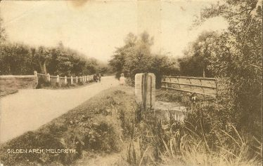 Gilden Arch, which forms the boundary between Meldreth and Shepreth | Postcard supplied by Ann Handscombe