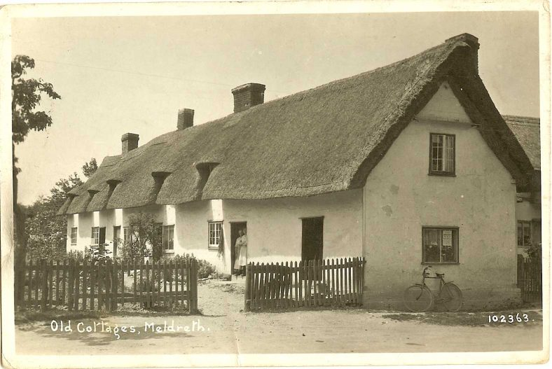 102363 Old Cottages, Meldreth<br> Willow Way Cottages, North End | Bell's postcard supplied by Ann Handscombe