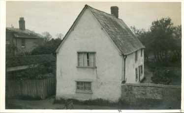 Cottage in Meldreth High Street prior to the addition of a shop, Post Office & newsagents in 1924, when purchased by Fred & Bessie Handscombe | Photograph courtesy of Teddy Handscombe