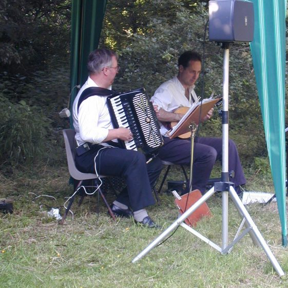Cafe Mondiale entertain the picnickers in Mel Meadow | Tim Gane