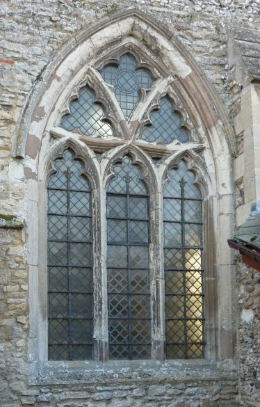 The central window in the north nave wall, employing curved triangles in place of circles | Peter Draper
