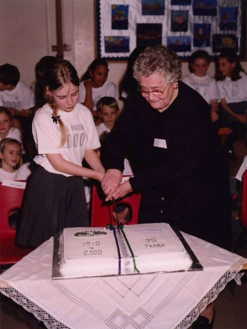 Cutting the cake: Hannah Lidstone and Mrs Melody   Photograph courtesy of Meldreth Primary School