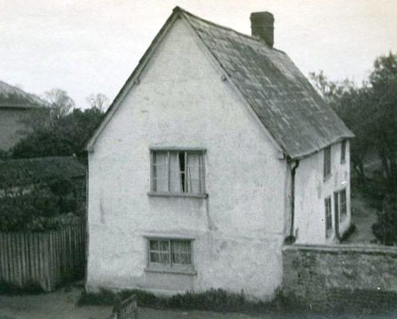 Cottage in High Street, Meldreth prior to addition of shop and Post Office in 1924 by Fred and Bessie Handscombe. c.1923 | Photo supplied by Teddy Handscombe