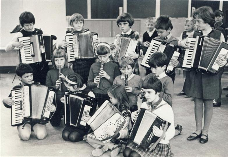 <b>The Rhythm Rascals, 1965</b><br> Back row, from left: Alison Chalkley, Valerie Cocks, Julie Handscombe, Kevin Thomas, Julia Emery<br> Second row, from left: Janet Newell, Janet Bidnell, ? Stephen Harris<br> Front row, from left: Richard Harding, Susan Bowden, Elizabeth Findlay, Patricia Chinery | Photograph courtesy of Janet Newell