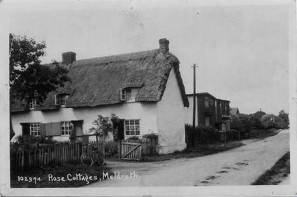 102374 Rose Cottages, Meldreth [Whitecroft Road] | Bell's postcard supplied by Tony Abrey