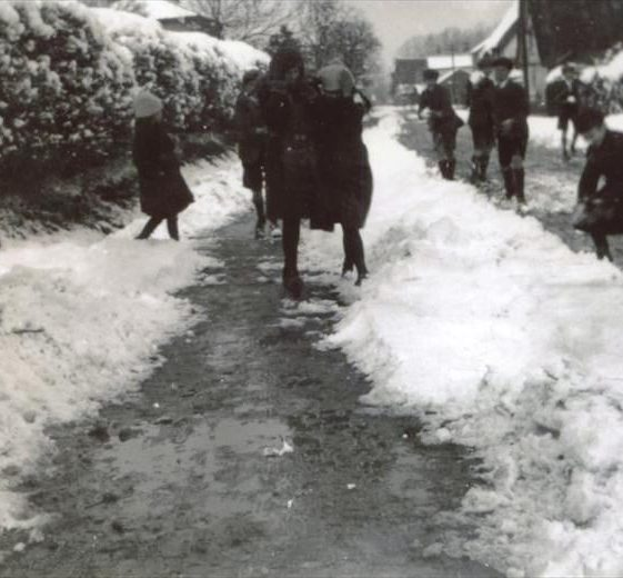 Primary school children playing in the snow outside the school, High Street, Meldreth. c.1947 | Photo supplied by Ann Handscombe