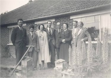 (15) The Walford family in 1953