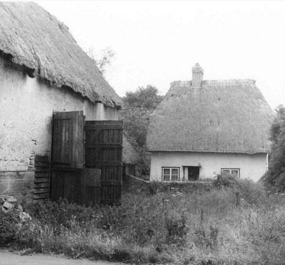 Woolpack barns and cottage, High Street, Meldreth before demolition to build John Gipson's garage in 1963.  26/12/1960 | Photo supplied by John Gipson