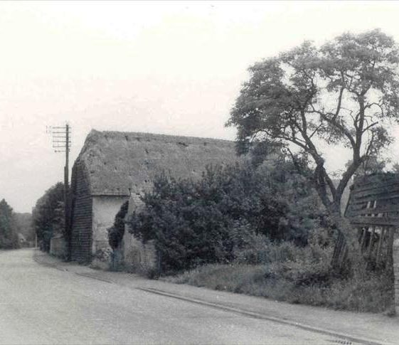 Woolpack barns High Street, Meldreth before demolition to build John Gipson's garage in 1963.  26/12/1960 | Photo supplied by John Gipson