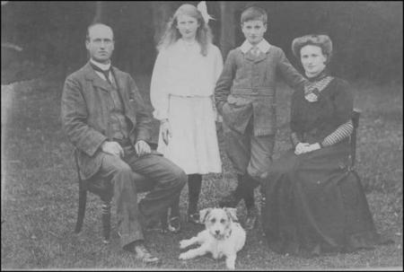Abbis Worland and his wife Martha Augusta (nee King) with their children Lily and Abbis Kenneth, c. 1912 | Photograph supplied by Walter Worland